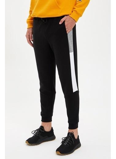 Defacto –Fit Slim Fit Şerit Detaylı Eşofman Altı Siyah
